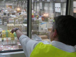Besichtigung der Umschlaghalle am Tag der Logistik 2019